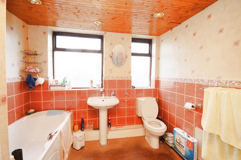 3 bedroom end of terrace house for sale - Huntley Street, Great Sankey, Warrington, WA5