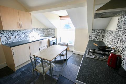 3 bedroom flat to rent - Flat 4, 13 Radnor Place