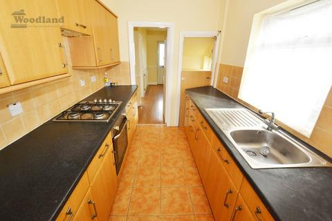 4 bedroom semi-detached house to rent - Connaught Ave, Hounslow