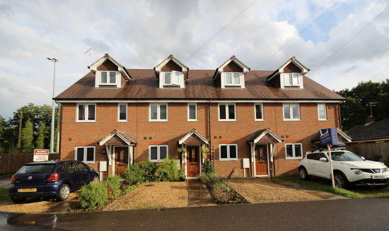 3 Bedrooms Town House for sale in Allen Road, Haywards Heath