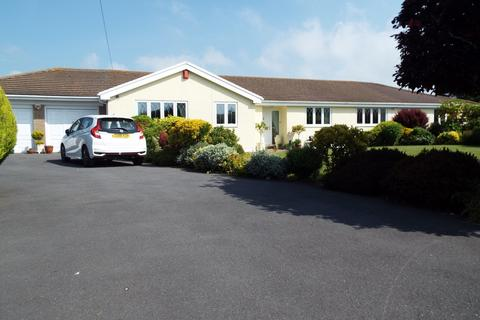 4 bedroom detached bungalow for sale - 19 Easterfield Drive, Southgate, Swansea, SA3 2DB