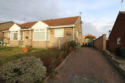 2 bedroom bungalow for sale - Flowerday Close, Hopton, NR31