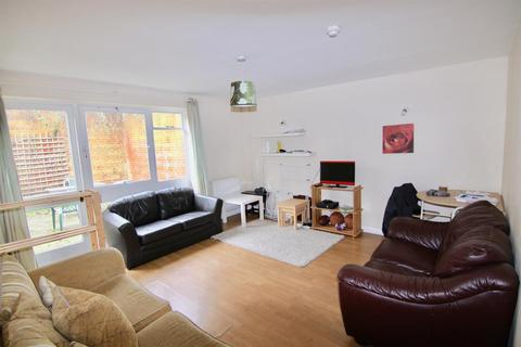 4 bedroom semi-detached house to rent - Guildford GU2