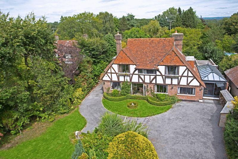 4 Bedrooms Detached House for sale in Tylers Green, Cuckfield, West Sussex.