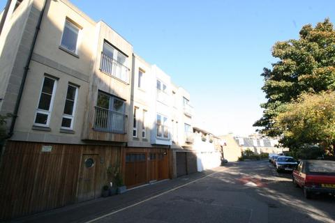 5 bedroom townhouse to rent - Upper Gilmore Place, Edinburgh EH3