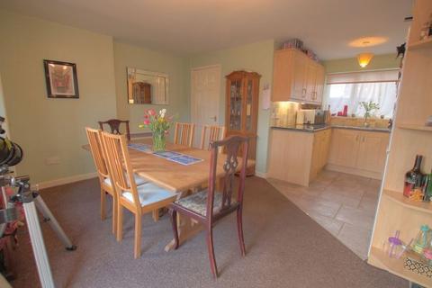 3 bedroom semi-detached house for sale - Fenton Walk, Newcastle upon Tyne, NE5 2RE