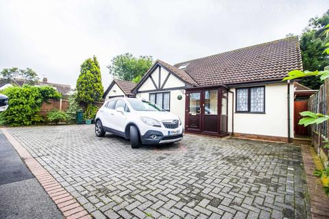 4 bedroom detached bungalow for sale - Lakeland Close, Chigwell, IG7