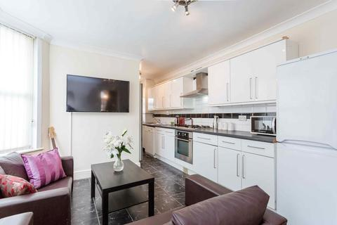 5 bedroom end of terrace house to rent - St. Stephen's Road, East Ham, London, E6