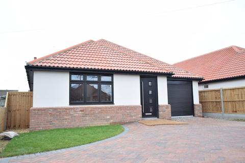 3 bedroom detached bungalow for sale - Clacton-on-Sea