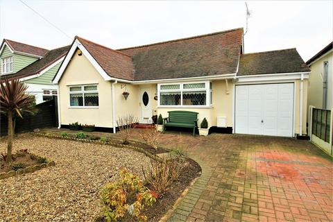 2 bedroom detached house for sale - Oakleigh Road, CLACTON-ON-SEA, Essex