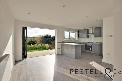 3 bedroom chalet for sale - Woodfield Close, Stansted