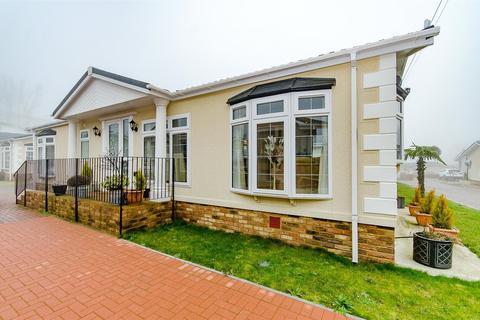 2 bedroom retirement property for sale - Franklins Avenue, Pilgrims Retreat, Harrietsham, Maidstone, ME17