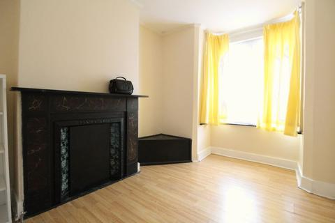 3 bedroom terraced house for sale - POTENTIAL HMO, Hitchin Road, Luton