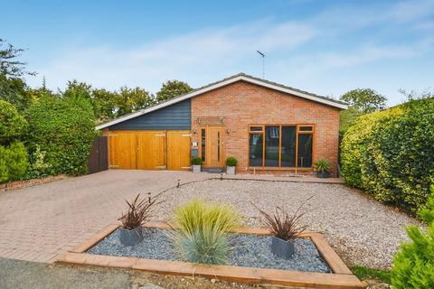 3 bedroom detached bungalow for sale - Weston Turville