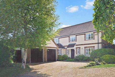 4 bedroom detached house for sale - No Upper Chain - Access to a Privately owned Paddock