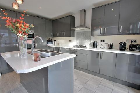 3 bedroom bungalow for sale - Carlton Road, East Clacton