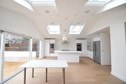 4 bedroom detached house to rent - Clarence Road, Windsor, SL4