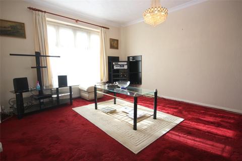 3 bedroom semi-detached house for sale - Bassett Way, Greenford, UB6