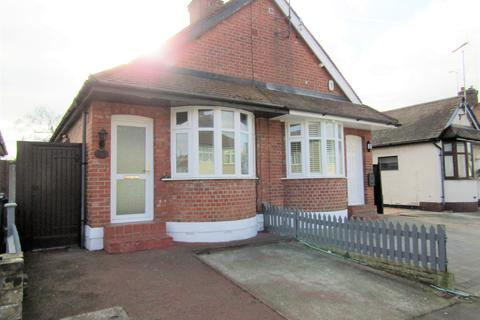 2 bedroom semi-detached bungalow to rent - Bruce Grove, Chelmsford CM2
