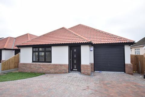3 bedroom detached bungalow for sale - St Johns Road, Clacton-on-Sea