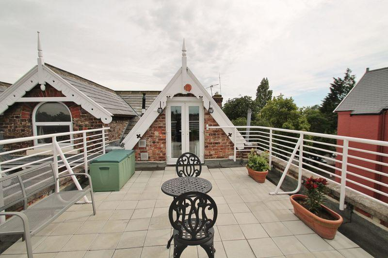 2 Bedrooms Apartment Flat for sale in The Crescent, Middlesbrough