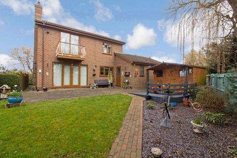 4 bedroom detached house for sale - Riverside Mead, Stanground, Peterborough, Cambridgeshire, PE2