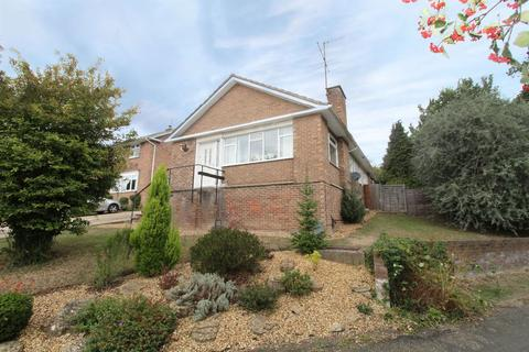 4 bedroom detached bungalow to rent - Rosemary Drive, Bromham, MK43