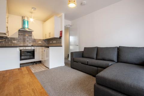 4 bedroom flat to rent - Sienna Gardens, Edinburgh, EH9 1PG