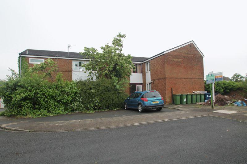 1 Bedroom Ground Flat for sale in Conifer Close, Ormesby,
