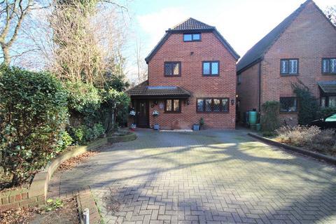 5 bedroom detached house for sale - Spinney Close, Rainham, Essex
