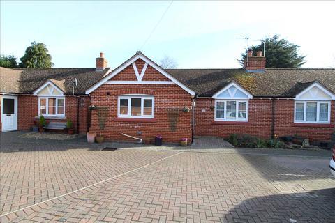 2 bedroom bungalow for sale - Collingwood Road, Lexden, Colchester