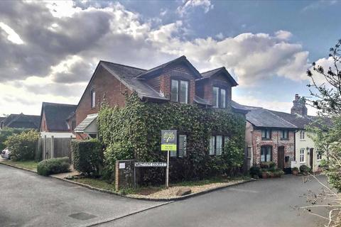 3 bedroom detached house for sale - Waltham Court, Overton