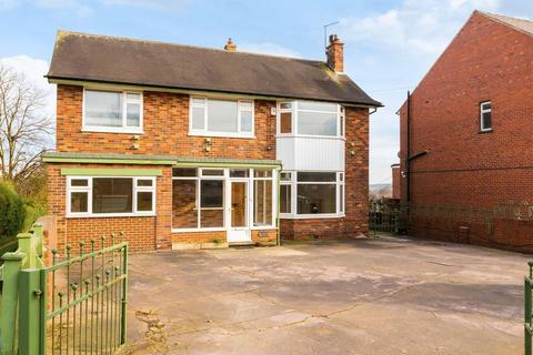 4 bedroom detached house for sale - A spacious and sunny four bedroom detached house with private rear garden and long distance views