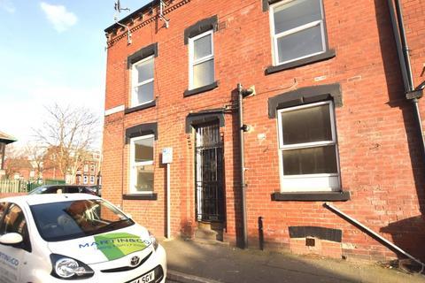 4 bedroom end of terrace house to rent - Edgeware Terrace, Harehills