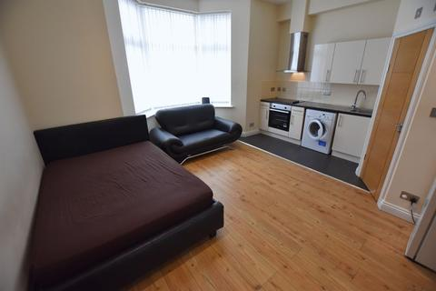 Studio to rent - Flat 1, Fosse Road North, Leicester, LE3