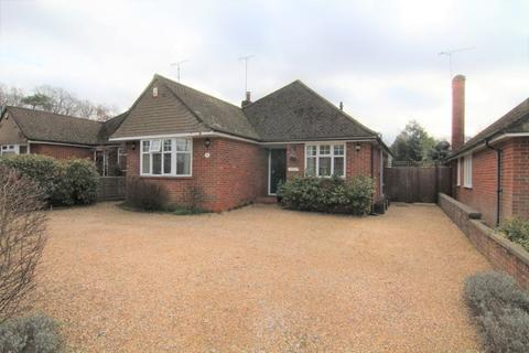 3 bedroom bungalow for sale - Maple Drive, Crowthorne