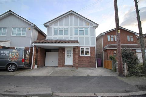 4 bedroom detached house for sale - Beverley Avenue, Canvey Island