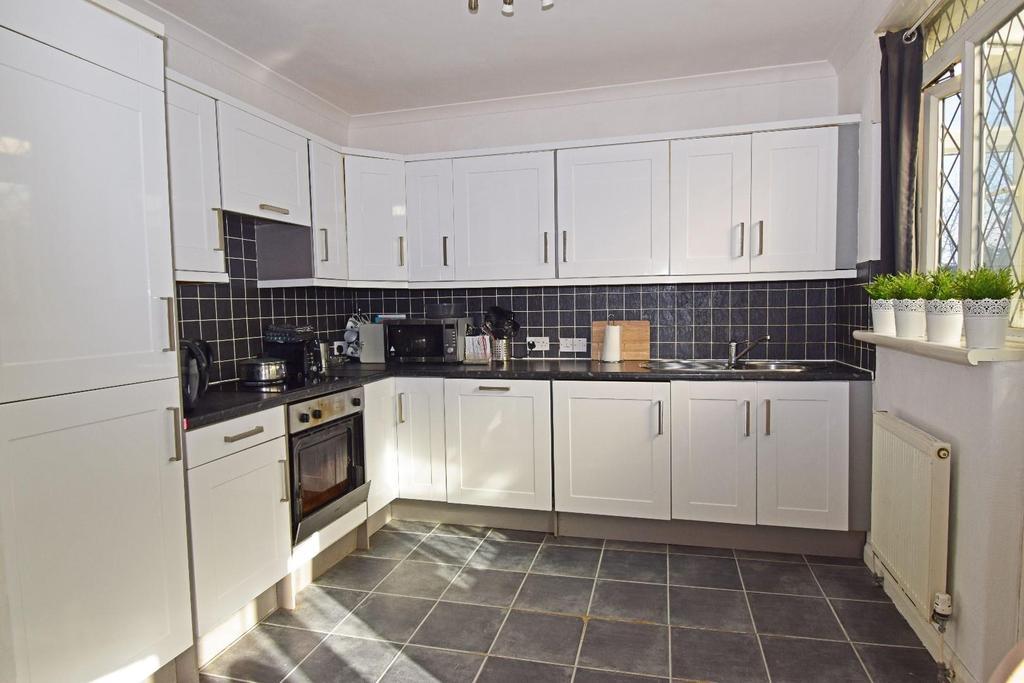 321 Rednal Road, kitchen.jpg