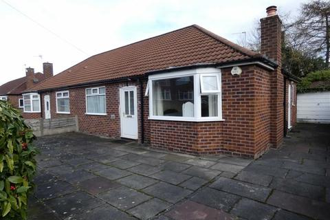 2 bedroom bungalow for sale - Peakdale Avenue, Heald Green