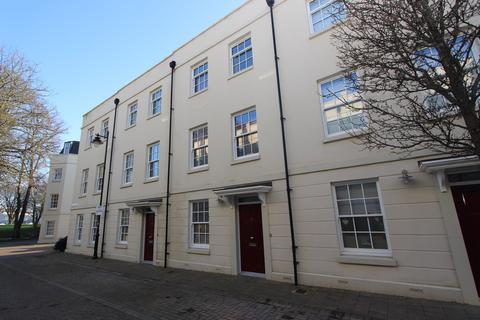 4 bedroom terraced house for sale - Mizzen Road, Mount Wise