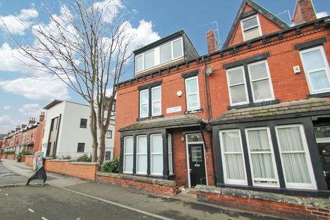 6 bedroom semi-detached house to rent - Beechwood Crescent, Burley