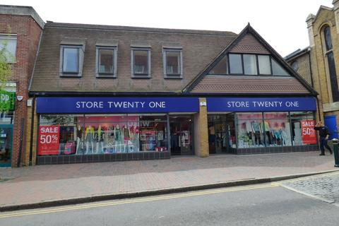 Retail property (high street) to rent - High Street, Sittingbourne, Kent