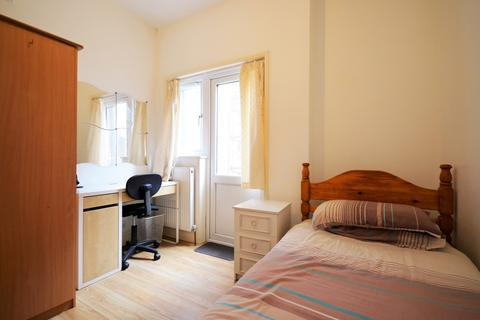 1 bedroom house share to rent - The Limes Avenue, London N11