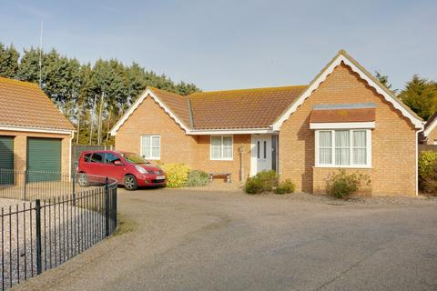 3 bedroom detached bungalow for sale - Ormsby Close, Hopton, NR31