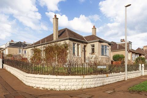 3 bedroom detached bungalow for sale - 16 Paisley Avenue, Willowbrae,, Edinburgh, EH8 7LB