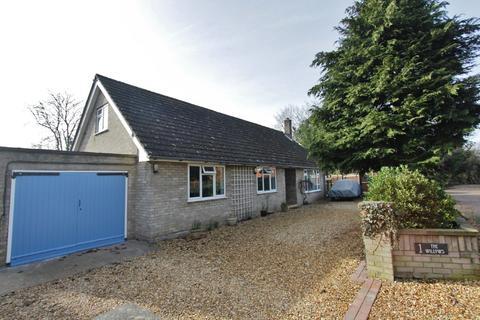 3 bedroom detached bungalow for sale - Fews Lane, Longstanton