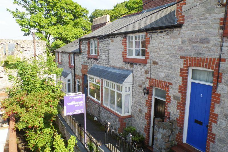2 Bedrooms Terraced House for sale in St Hilary Terrace, Denbigh