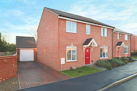 4 bedroom detached house to rent - Binch Field Close, Calverton, Nottingham, NG14 6RY