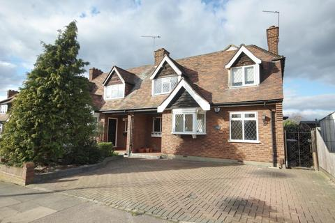 4 bedroom house for sale - Beauly Way, Romford