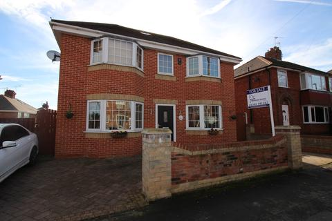 4 bedroom detached house for sale - Scawthorpe Avenue, Scawthorpe, Doncaster
